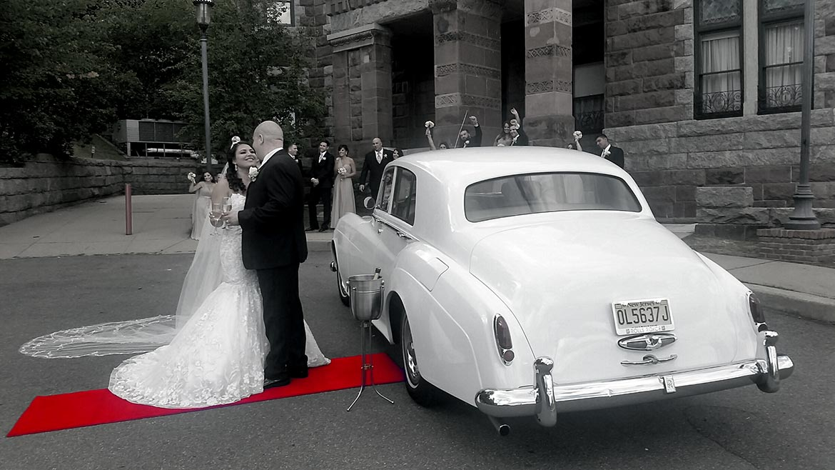 Monroe Limousine Wedding Service is ready to make your wedding a spectacular day. Contact us for more information.